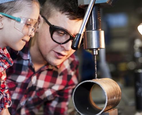 Hahner Technik: Familie und Stahlbau in der Werkstatt mit Kind – Bernhard Hahner Blog